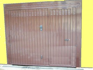 Basculante con porta 028