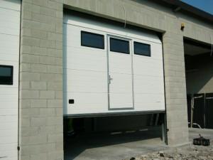 Sezionale con porta in apertura